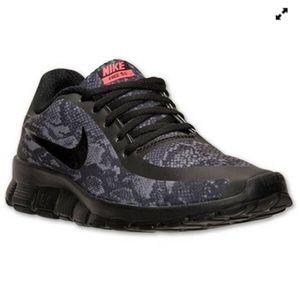 EUC Nike 5.0 V4 NS PT